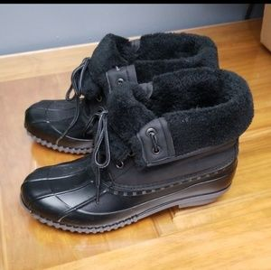 Worn a few times size 9 black duck boots